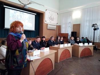 """О том, какие проблемы надо решить, чтобы Мелитополь стал по-настоящему обучающимся городом, говорили сегодня """"за круглым столом""""."""