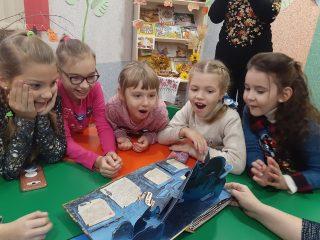 Творчий майстер-клас від викладачів Олександра і Ганни Брянцевих для маленьких читачів Мелітопольської центральної дитячої бібліотеки «Мальвіна»