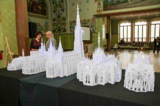 Полтавчанам показали легендарные готические соборы, сделанные из бумаги